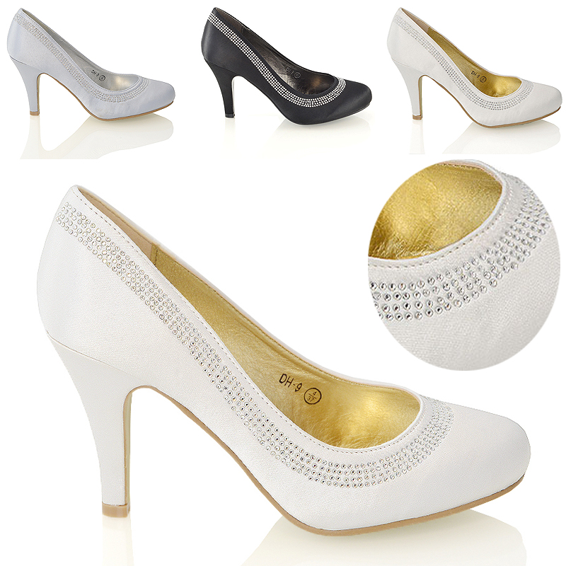 Shoes for girls to wear to birthday parties, communions, bar mitzvahs and other special events focus on sparkle and shine. Stride Rite and Hush Puppies offer this style of footwear for girls. Silver, black and navy are some of the more popular colors for these shoes for girls.