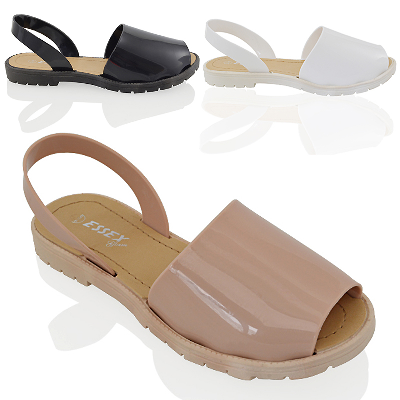 Sleek and flexible with a gentle massaging arch, finally a ballerina flat suitable for every foot, and chic enough for any occasion. Comfortable, colorful and effortless in an easy-to-clean splash-proof jelly material, it's the only ballet flat you'll ever wear. The best shoes to wear to work.